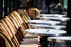 Terraza parisiense del café Foto de archivo libre de regalías