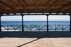 Terraza por el mar foto de archivo libre de regalías