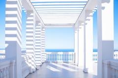 Terraza que pasa por alto el mar fotos de archivo libres de regalías