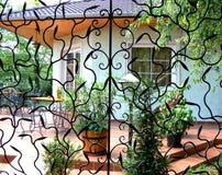Terraza a través del trabajo del hierro Foto de archivo libre de regalías