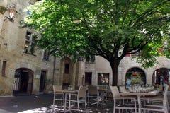 Terraza vacía del restaurante en un ingenio pacífico del ambiente foto de archivo libre de regalías