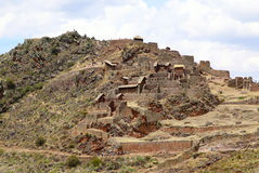 Terrazas agrícolas antiguas del valle sagrado de Pisac en Perú fotos de archivo