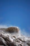 Terrazas minerales en Mammoth Hot Springs Imágenes de archivo libres de regalías