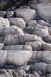Terrazas minerales en Mammoth Hot Springs Foto de archivo