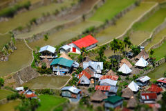 Terrazzi del riso e case del villaggio Banaue, Filippine Spostamento di inclinazione Fotografia Stock Libera da Diritti
