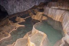 Terrazzi del travertino dentro della caverna di Stopica, Zlatibor, Serbia 2 fotografia stock libera da diritti