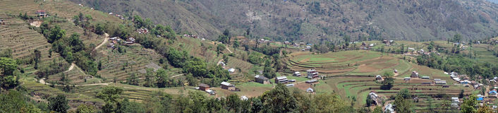 Terrazzi e villaggio in montagna immagini stock libere da diritti