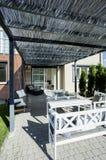 Terrazzo coperto davanti alla casa fotografia stock libera da diritti