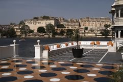 Terrazzo del palazzo del lago immagini stock