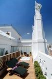 Terrazzo del sole dell'albergo di lusso Immagine Stock