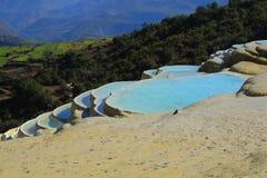 Terrazzo dell'acqua bianca, Baisuitai, il Yunnan Cina Fotografie Stock