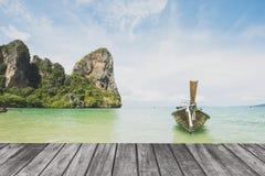 Terrazzo di legno su vista sul mare Fotografia Stock Libera da Diritti