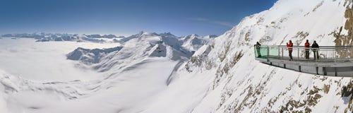 Terrazzo di osservazione nelle montagne Fotografia Stock