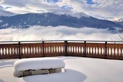 Terrazzo di Snowy sopra le nuvole Fotografia Stock Libera da Diritti
