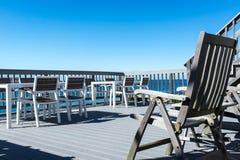 Terrazzo di vista del mare con cielo blu Fotografia Stock