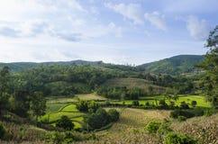 Terrazzo naturale con il contesto del cielo e della montagna Immagini Stock Libere da Diritti