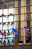 Terrazzo Tailandia della bandiera nei palazzi del distretto di ufficio Immagini Stock Libere da Diritti
