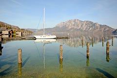 Terre Autriche de Salzburger : Vue au-dessus de lac Attersee - Alpes autrichiens photographie stock