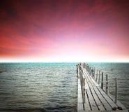 Terre de plage de roche de pierre de la Thaïlande de lever de soleil de coucher du soleil de plage du soleil de sable de mer Photographie stock libre de droits