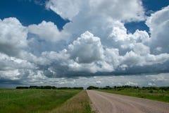 Terre de route et de ferme de gamme en Saskatchewan, Canada photo libre de droits