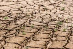 Terre sèche criquée au barrage au Brésil photo libre de droits