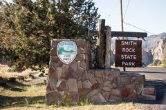 Welcome sign for Smith Rock State Park, part of Oregons state park system stock photography