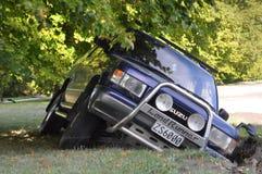 Terremoto de Christchurch - o carro cai na rachadura Fotografia de Stock Royalty Free