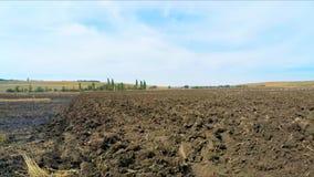 Terreno arabile sul campo archivi video