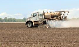 Terreno coltivabile di spruzzatura Immagine Stock