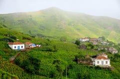 Terreno coltivabile e case in Brava Fotografia Stock Libera da Diritti