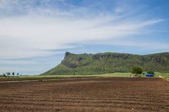 Terreno coltivabile in montagna della valle Fotografie Stock