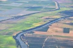 Terreno coltivabile rurale intorno a Sacramento aerea dall'aeroplano, compreso la vista di agricolo circostante rurale, paesaggio fotografie stock