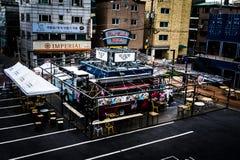 Terreno comum - mercado do caminhão do alimento no quadrado central fotos de stock royalty free