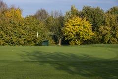 Terreno da golf in autunno fotografia stock libera da diritti
