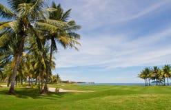 Terreno da golf dal mare Immagini Stock Libere da Diritti