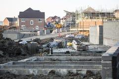 Terreno de construção com casas novas foto de stock