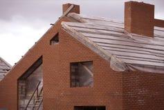 Terreno de construção com casas novas sob a construção fotografia de stock