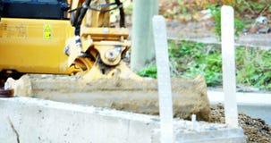 Terreno di scavatura dell'escavatore stock footage
