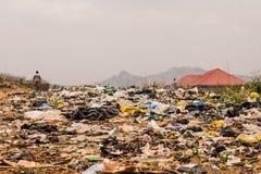 Terreno incolto degli scarichi di rifiuti tossici immagini stock libere da diritti