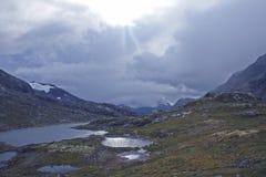 Terreno montanhoso em Noruega Parque nacional de Jotunheimen fotografia de stock
