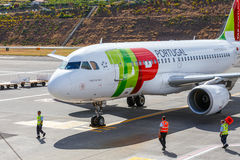 Terres de TAP Portugal Airbus A319-111 à Funchal Cristiano Ronaldo Airport Cet aéroport est un de Th Photo stock