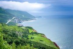 Terres et route vertes scéniques de Breton de cap Photo libre de droits