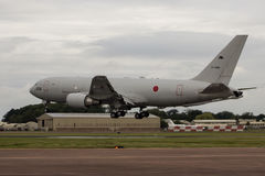 Terres japonaises de la défense aérienne KC-767 à RIAT Photo stock