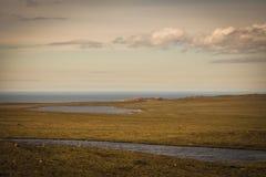 Terres plates descendant sur l'Océan Atlantique, Ecosse Photographie stock libre de droits