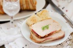 Terrina della Turchia e della carne di maiale avvolte in bacon Fotografie Stock