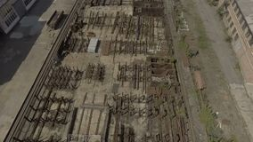 Territoriet av växttekniken Flyg över kranen På området finns det många reservdelar, delar och lager videofilmer