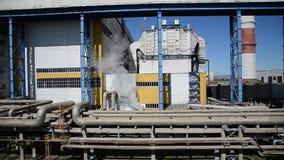 Territorio de la instalación industrial estación del Calor-poder Exceso del vapor sale de la válvula metrajes