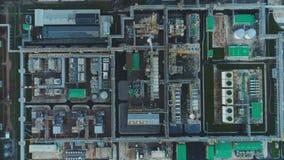 Territorio de la planta de aceite de la visión aérea con departamentos de las construcciones metrajes
