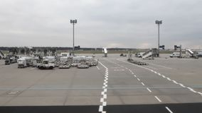 In territorio dell'aeroporto Francoforte sul Meno, Germania archivi video