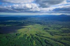 Territorio di Kamchatka, Russia The Edge della terra La terra della natura e dei vulcani selvaggi e verdi immagine stock